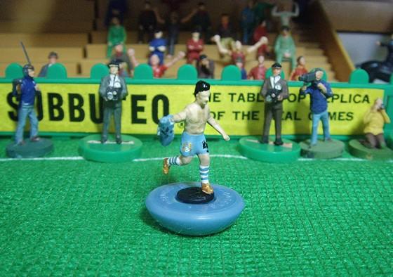 Comemoração de Aguero no gol que deu este ano o  primeiro título da Premier League ao Manchester City