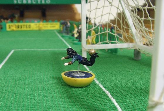 """O """"escorpião"""" de Rene Higuita no amistoso contra a Inglaterra em 95"""