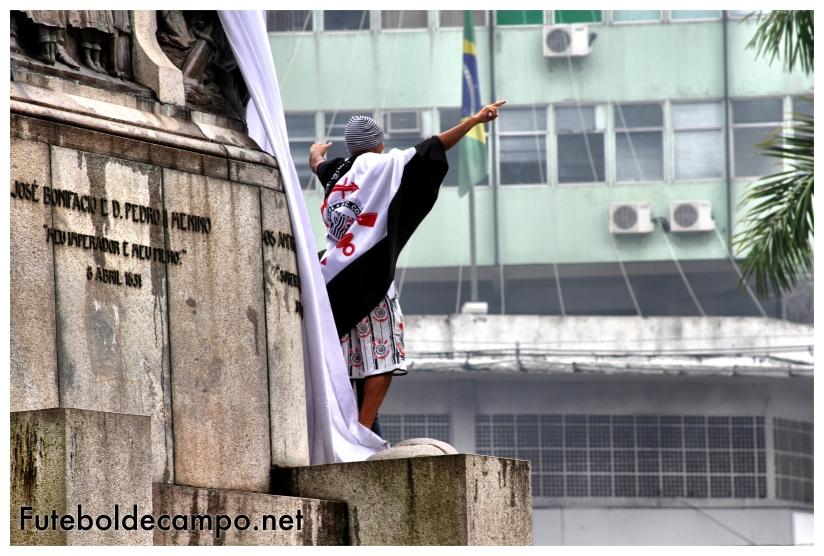 Festa torcida Corinthians Praça da Independência Santos