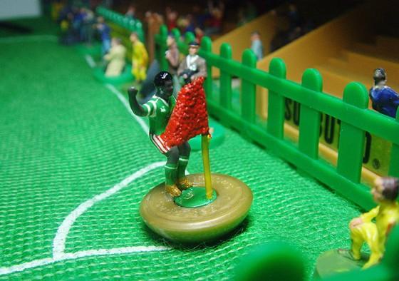 Comemoração de Roger Milla em gol marcado contra a Itália na Copa de 90